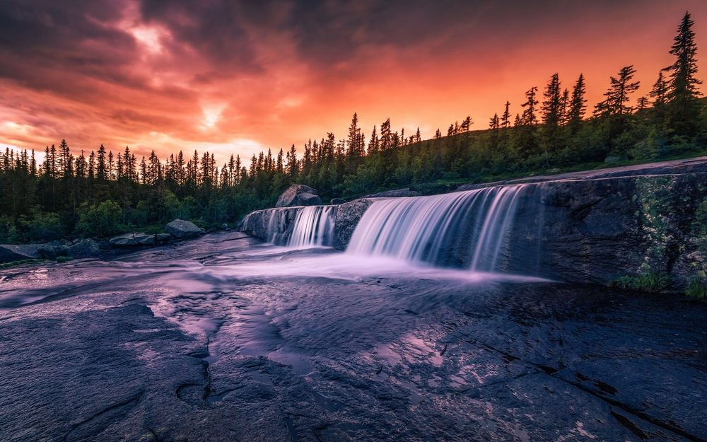 Обои для рабочего стола Небо на закате над огромным водопадом, фотограф Daniel Herr