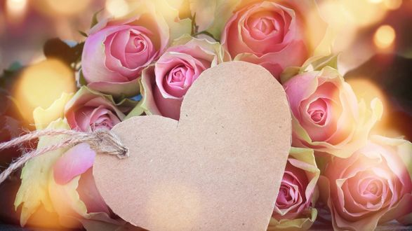 Обои Букет розовых роз с сердечком