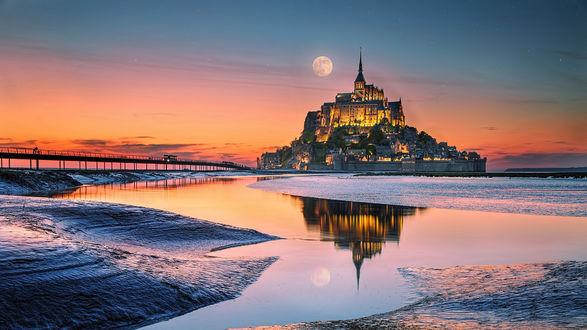 Обои Монастырь Мон-Сен-Мишель, департамент Нормандия, Франция / Mont Seint-Michel, Normandy, France, на закате солнца