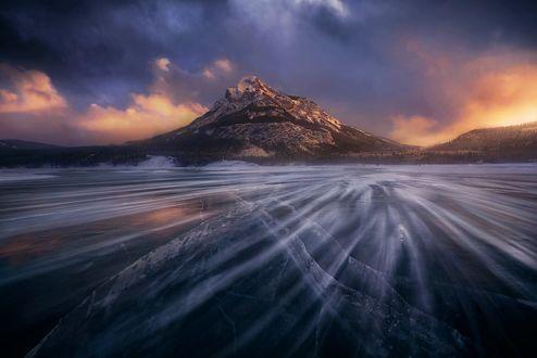 Обои Буря на заледеневшем озере, фотограф Marc Adamus