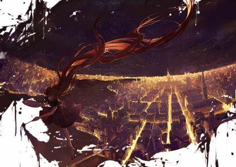 Обои Девушка с очень длинными волосами рисует картину, на которой она парит над ночным городом, by moss