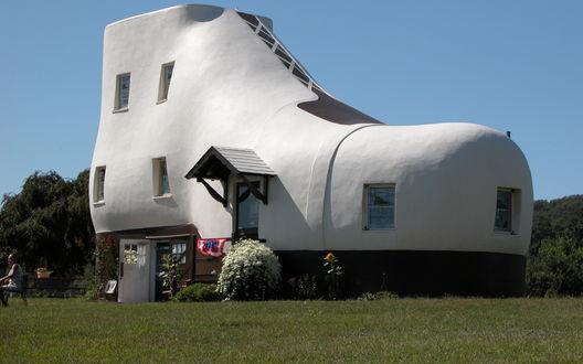 Обои Большой белый дом в форме ботинка, Pennsylvania, USA / Пенсильвания, США
