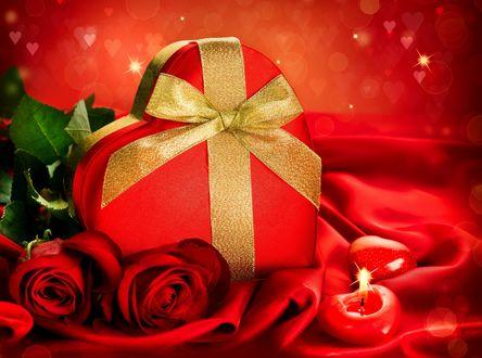 Обои Подарок в форме сердца, красные розы и свечи