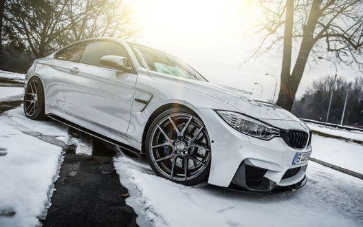 Обои Автомобиль белого цвета BMW (z-perfomance)