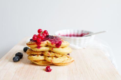 Обои Испеченные вафли с ягодами