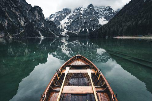 Обои Лодка на озере, фотограф Johannes Hulsch