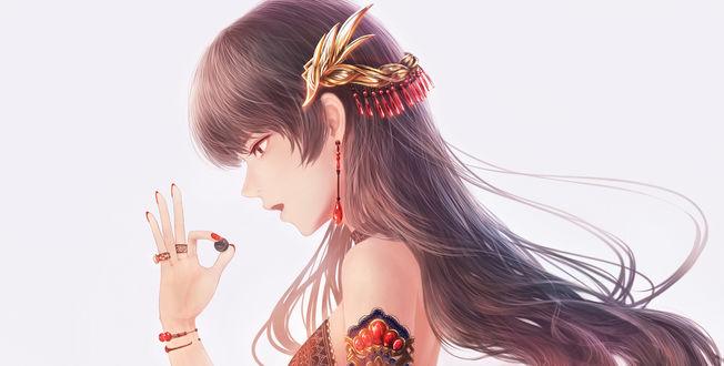 Обои Девушка смотрит на маленький шарик в руке