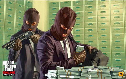 Обои Grant theft auto Online Heists / ГТА двое мужчин в масках грабят банк складывая деньги в сумку