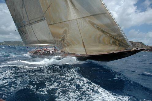 Обои Парусная яхта на волнах
