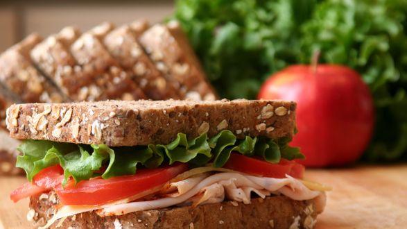 Обои Сендвич с помидорами и зеленью