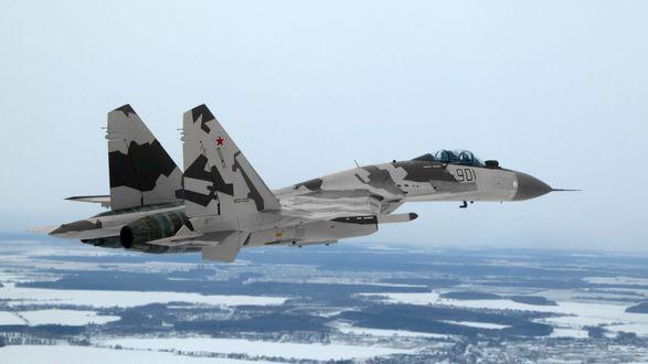 Обои Российский истребитель Су-35 / Flanker-Е+ в небе на фоне зимнего ландшафта