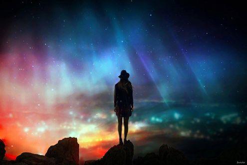 Обои Девушка в шляпе стоит на фоне ночного города, by BaxiaArt