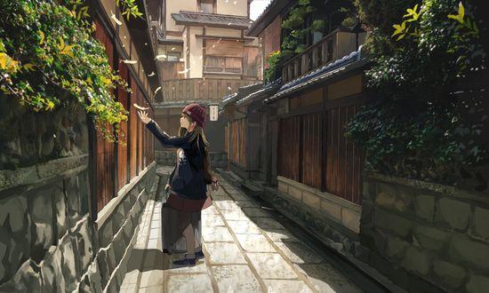 Обои Девушка с чемоданом, стоя в переулке, ловит на руку летящие по ветру птичьи перья, art by Akizuki Akira