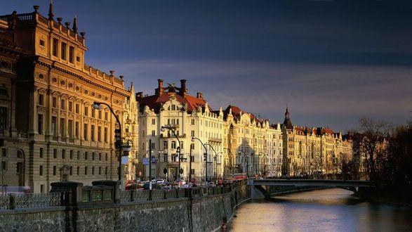 Обои Набережная и дома в Праге
