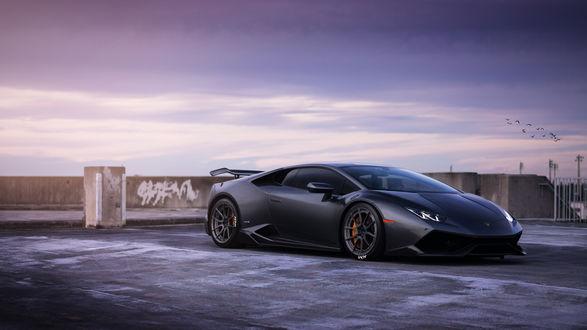 Обои Lamborghini Huracan стоит на набережной