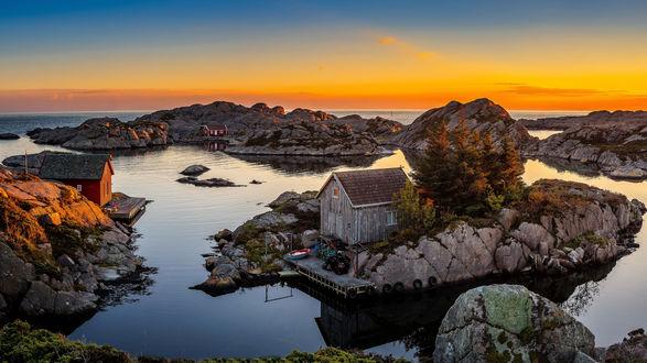 Обои Рыбацкие домики на прибрежных скалах
