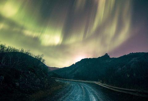 Обои Дорога к северному сиянию, фотограф Even Tryggstrand