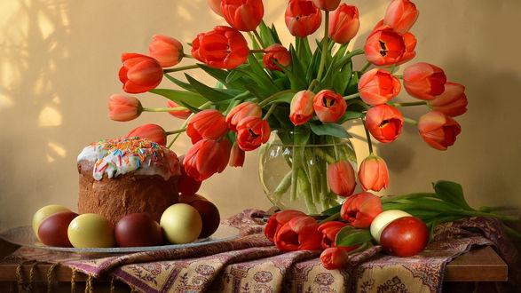 Обои Пасхальный натюрморт с красными тюльпанами в вазе на столе