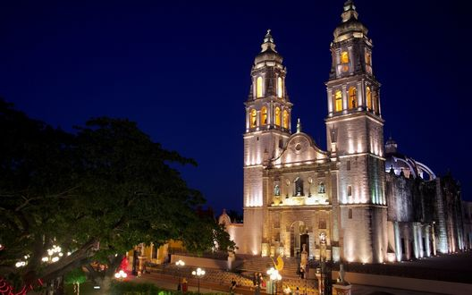 Обои Церковь ночью в San Fransisco de Campeche, Mexico / Сан-Франциско-де-Кампече, Мексика