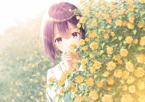 Обои Девушка стоит за кустом цветов