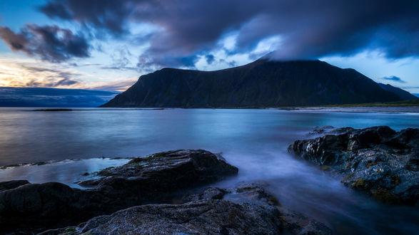 Обои Красивый горный пейзаж в синих и голубых оттенках, Фотограф Исаков Дмитрий