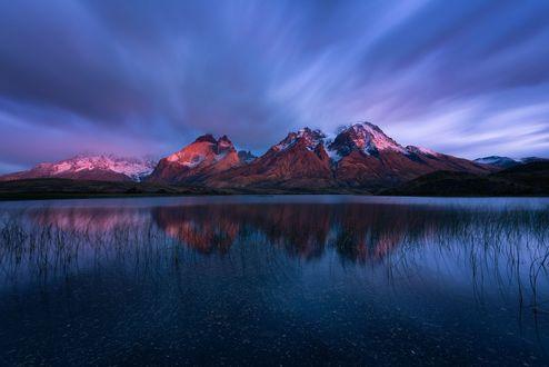 Обои Горное озеро, в котром отражаются горы