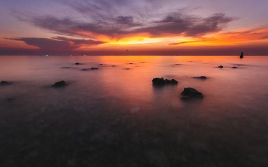 Обои Побережье моря на закате солнца