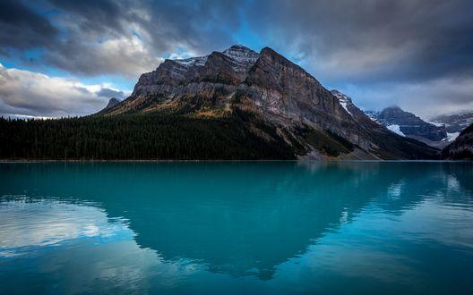 Обои Горы и лес у озера, Канада