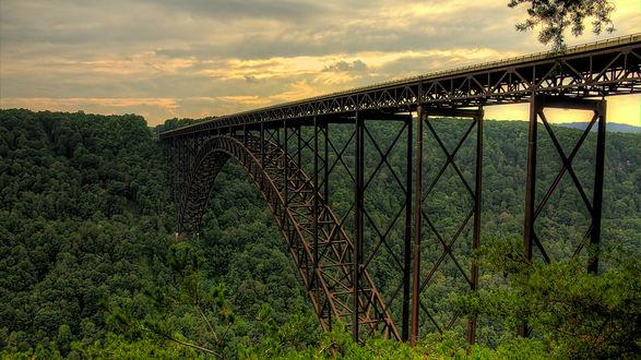 Обои Железнодорожный мост над пропастью