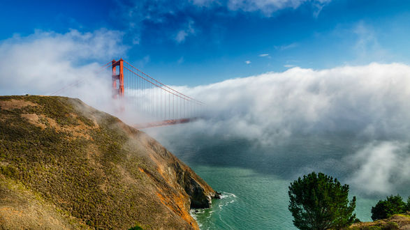 Обои Мост Золотые Ворота скрывающийся в облаках