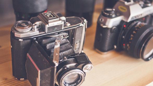 Обои Фотоаппараты zenit и canon крупным планом