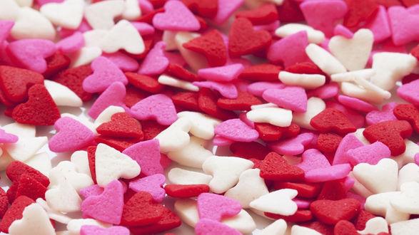 Обои Много конфет в виде сердечек