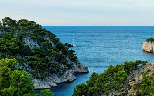 Обои Скалистый берег моря в Провансе, Франция