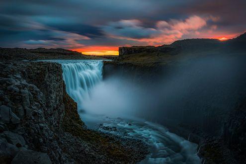 Обои Деттифосс — водопад на реке Йекюльсау-ау-Фьедлюм в северо-восточной Исландии, на территории национального парка Йекюльсаургльювюр, фотограф Angela Chong