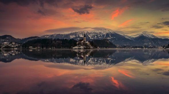 Обои Озеро Блед на рассвете, фотограф Angela Chong