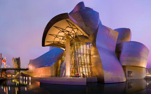 Обои Музей Гугенхейма в городе Бильбао, Испания в вечернем свете