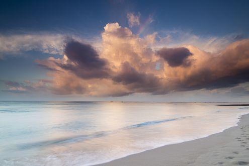 Обои Темное облако над морем