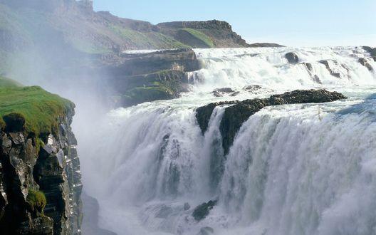 Обои Водопад Gold Falls / Голд Фоллс в Исландии на фоне бледно-голубого неба
