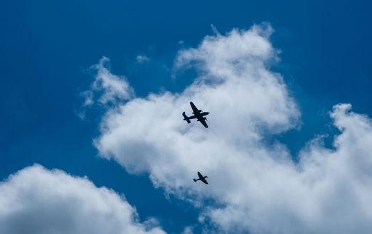 Обои Самолеты под облаками