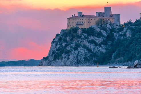 Обои Duino Castle-замок на побережье Адриатического моря, Italy / Италия