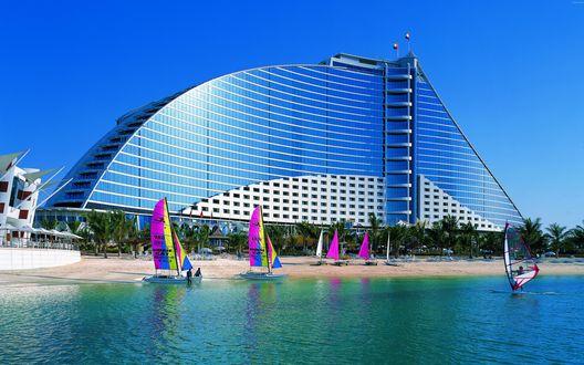 Обои Отель Джумейра-Бич на берегу океана, Дубай