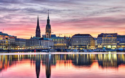 Обои Здания вечернего Гамбурга, Германия, отражаются в водах реки