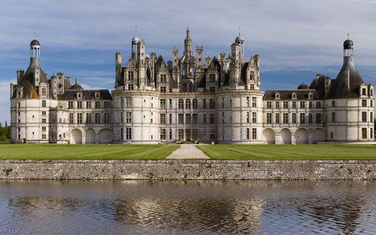 Обои Франция, старинный замок Chambord отражается в воде