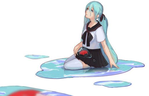 Обои Вокалоид Хатсуне Мику / Vocaloid Hatsune Miku в матроске сидит в луже с рыбкой в пузыре на коленях