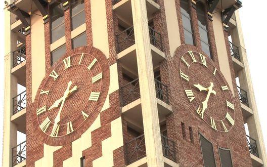 Обои Часы на высотном здании, город Батуми