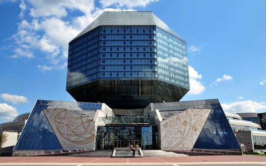 Обои Уникальная форма национальной библиотеки города Минск