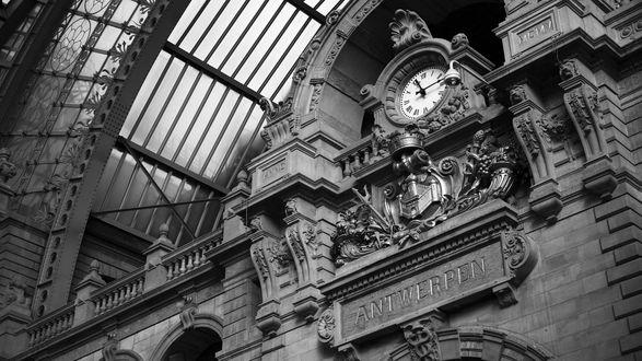Обои Городские часы в здании станции, Антверпен, Нидерланды