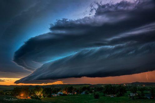 Обои Эта буря на границе Wyoming / Южная Дакоты, фотограф Derek Burdeny