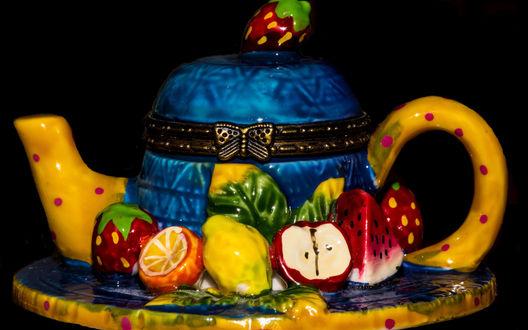 Обои Керамический чайник в виде фруктового торта