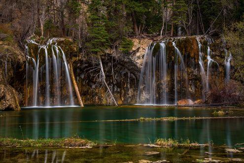 Обои Озеро с водопадами Glenwood Спрингс, штат Colorado / Колорадо, фотограф Jordan Edgcomb